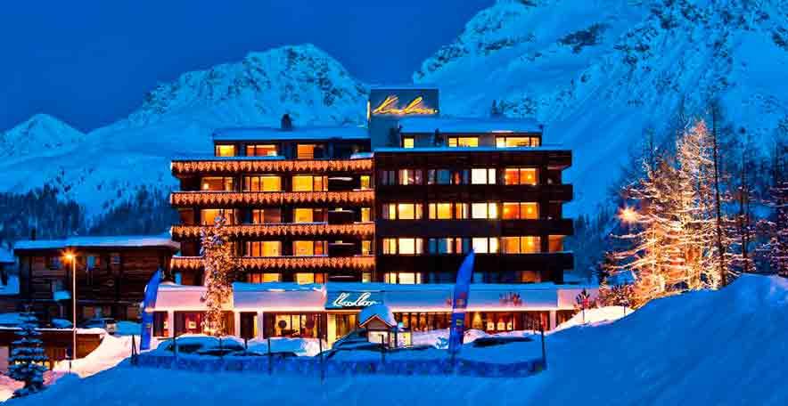 Kulm Hotel Arosa - Winterhotelansicht aussen am Abend